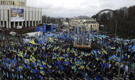 Suporteri ai presedintelui Ianukovici demontrand la Kiev